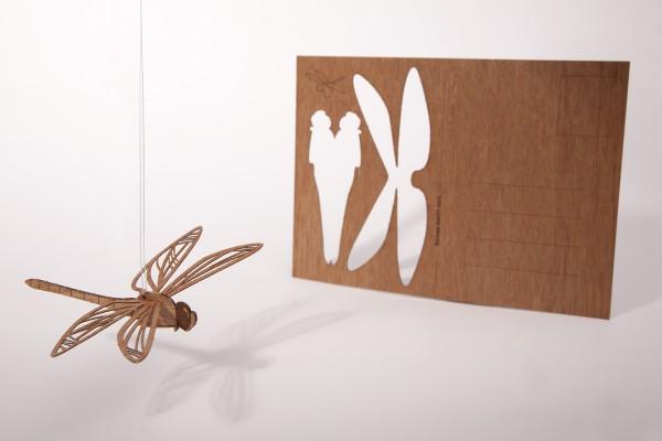 "Zedernholz Postkarte ""Libelle"""
